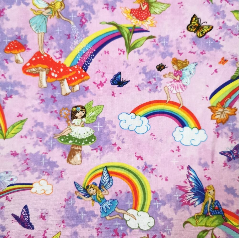 Disney Minnie Mouse 100/% Cotton Fabrics 147cm Wide Sold by 1//2 Metre
